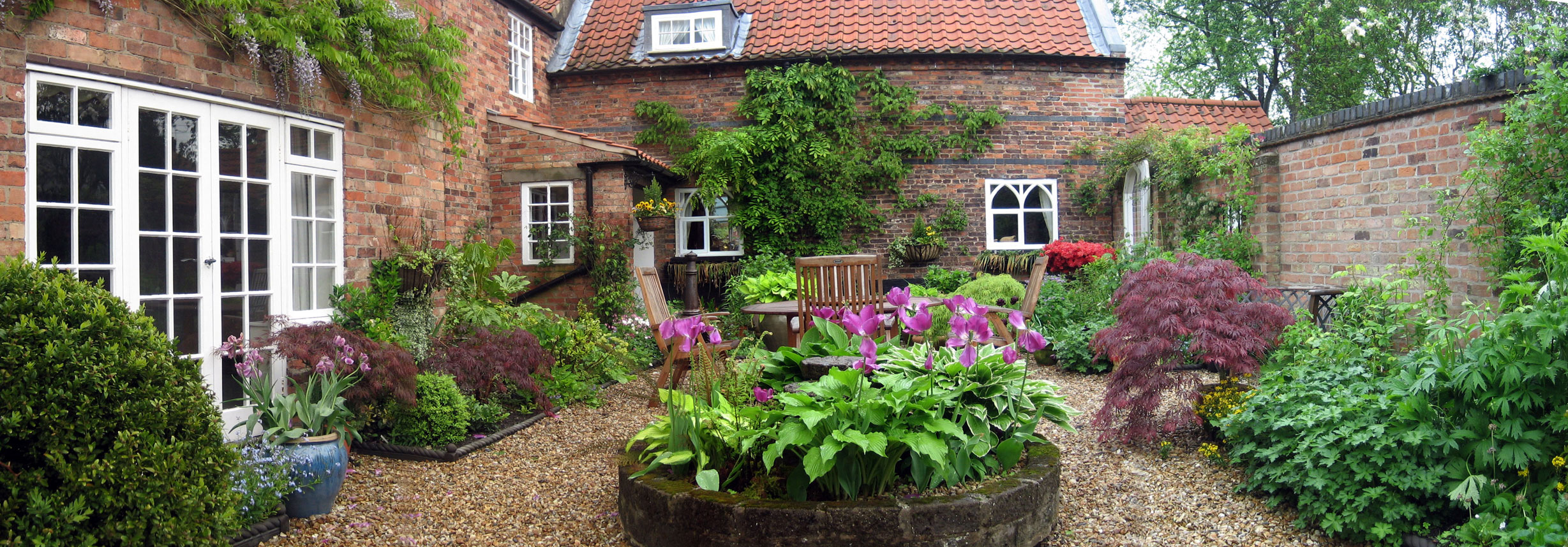 Traditional courtyard garden design style and planting for Home and landscape design